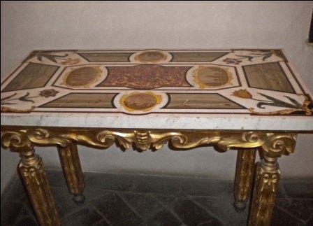Tavoli Di Marmo Intarsiati : Pietra paesina mobili oggetti di arredo ed intarsi